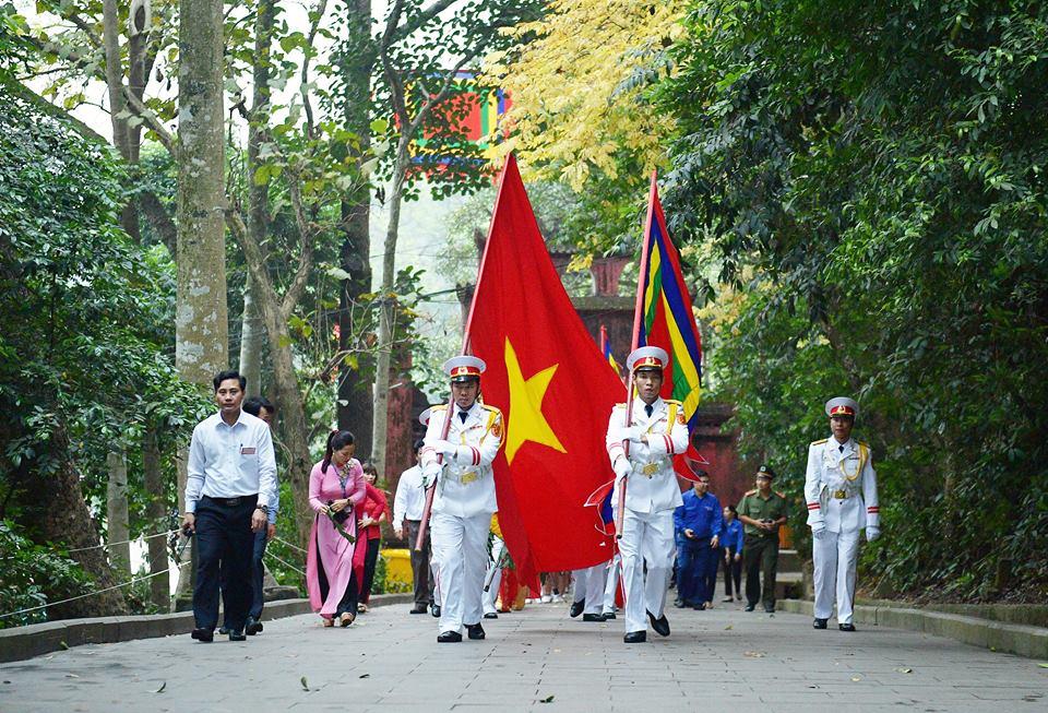 Chủ tịch Quốc hội Nguyễn Thị Kim Ngân dự lễ Dâng hương các Vua Hùng - Ảnh 3