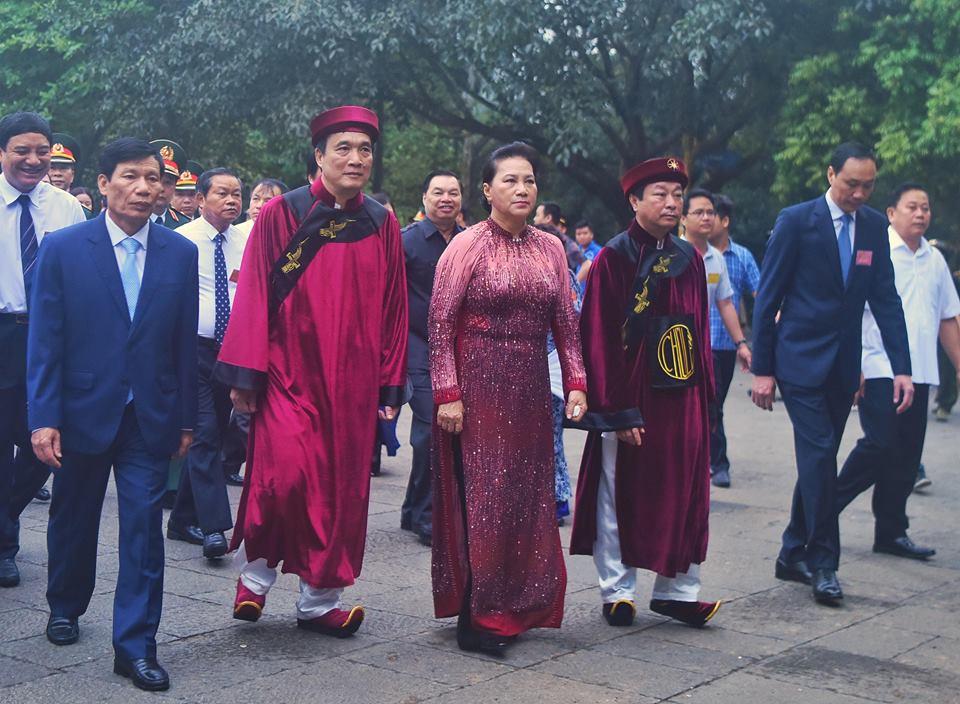 Chủ tịch Quốc hội Nguyễn Thị Kim Ngân dự lễ Dâng hương các Vua Hùng - Ảnh 7