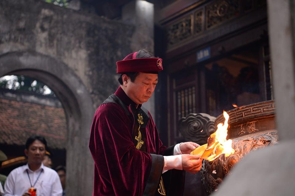 Chủ tịch Quốc hội Nguyễn Thị Kim Ngân dự lễ Dâng hương các Vua Hùng - Ảnh 9
