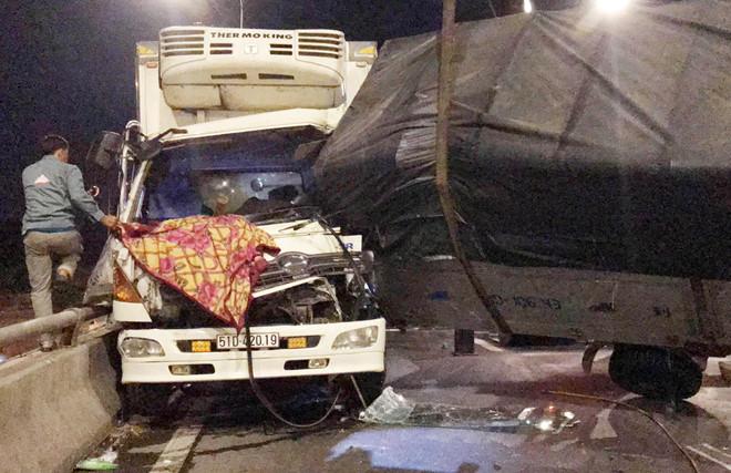 TP.HCM: Tai nạn liên hoàn trên cầu vượt An Sương, 5 người nhập viện - Ảnh 1