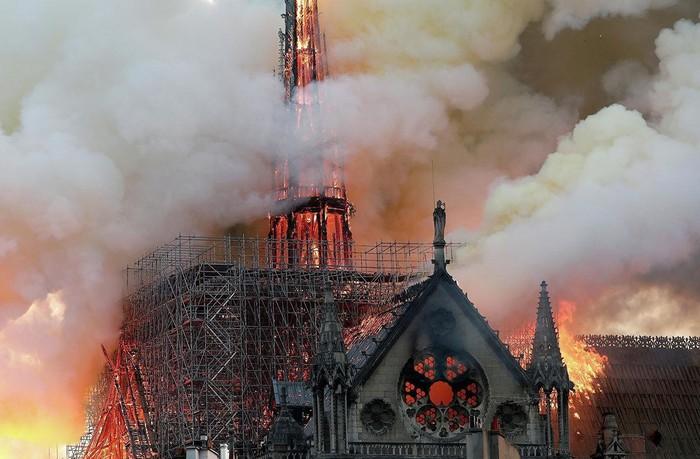 Tổng thống Pháp cam kết phục dựng lại Nhà thờ Đức Bà trong 5 năm - Ảnh 2