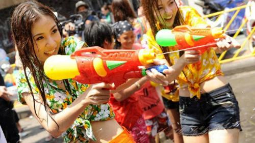 Say xỉn ở lễ hội té nước Thái Lan, cô gái ngoại quốc bị cưỡng hiếp mà không hay biết - Ảnh 2