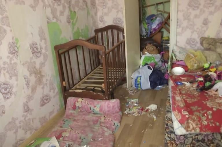 Xót xa bé gái 2 tuổi tử vong vì bị mẹ bỏ đói suốt 9 ngày để vui vẻ bên bạn trai - Ảnh 1