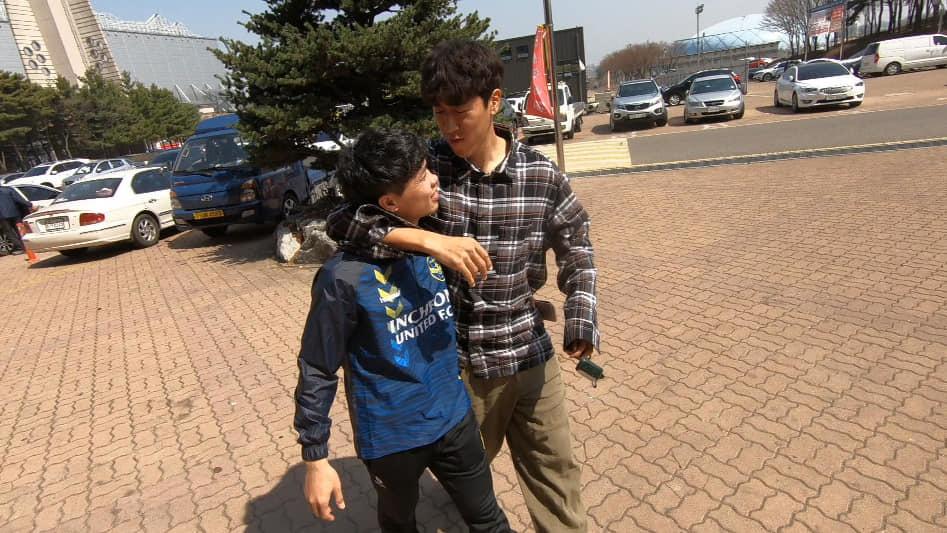 Công Phượng xuất hiện cực điển trai trên đài KBS, tiết lộ cuộc sống ở Hàn Quốc - Ảnh 2