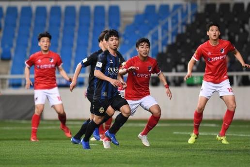 Công Phượng bị đồng đội Incheon United quay lưng, HLV thẳng tay loại khỏi đội hình - Ảnh 1