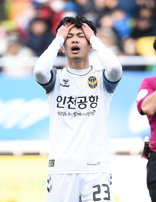Công Phượng bị đồng đội Incheon United quay lưng, HLV thẳng tay loại khỏi đội hình - Ảnh 2
