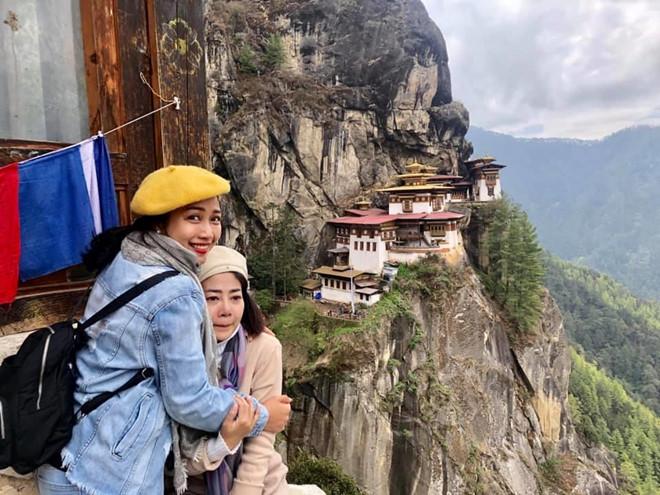 Diễn viên Mai Phương bật khóc khi chinh phục thành công đỉnh núi cao 3.000 m dù bị ung thư phổi - Ảnh 1