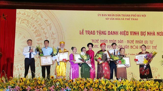 Hà Nội vinh danh 44 Nghệ nhân Nhân dân, Nghệ nhân Ưu tú - Ảnh 1