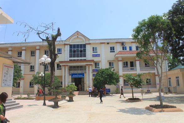 Án mạng nghiêm trọng: Đối tượng nghi ngáo đá xông vào trường chém 6 cô trò ở Thanh Hóa - Ảnh 2