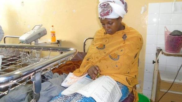 Không muốn chậm tốt nghiệp, cô gái Ethiopia làm bài thi chỉ sau 30 phút sinh con - Ảnh 1