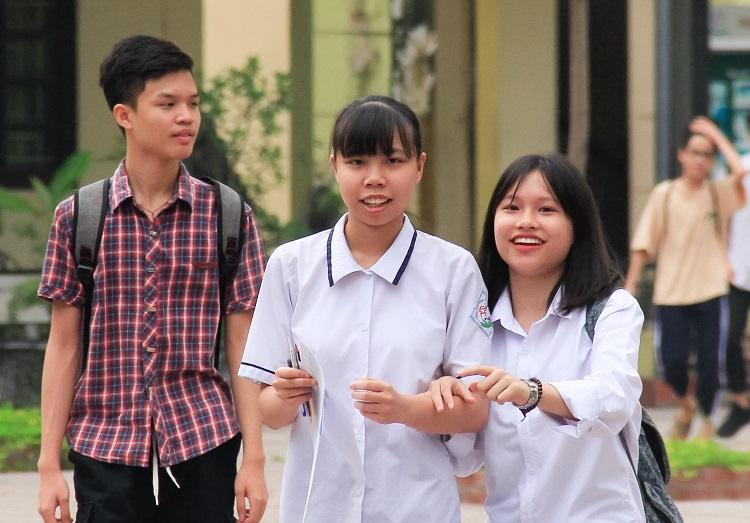 Thí sinh Hà Nội thở phào nhẹ nhõm vì đề thi Sử vừa sức, dễ đạt điểm 9,10 - Ảnh 1