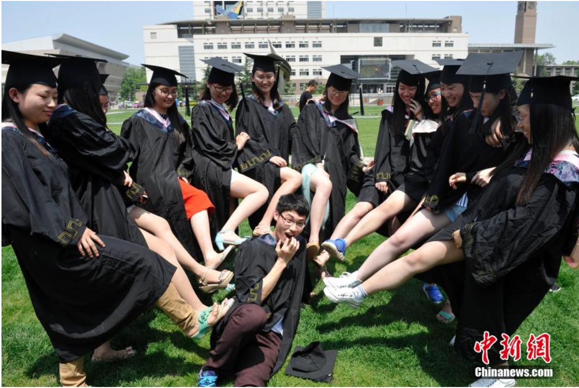 """Sinh viên Trung Quốc chụp ảnh kỷ yếu khoe chân dài miên man, da trắng bóc khiến dân mạng """"phát hờn"""" - Ảnh 10"""