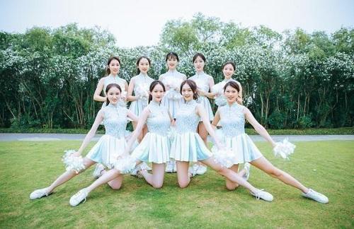 """Sinh viên Trung Quốc chụp ảnh kỷ yếu khoe chân dài miên man, da trắng bóc khiến dân mạng """"phát hờn"""" - Ảnh 5"""
