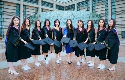 """Sinh viên Trung Quốc chụp ảnh kỷ yếu khoe chân dài miên man, da trắng bóc khiến dân mạng """"phát hờn"""" - Ảnh 7"""