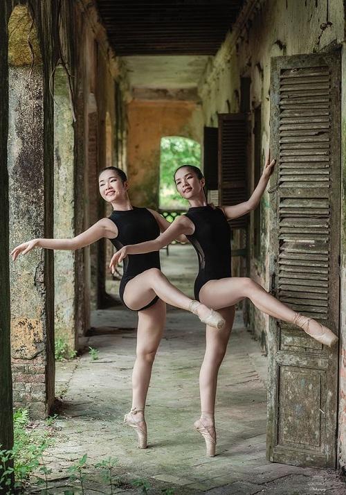 """Bộ ảnh múa ballet tuyệt đẹp của hai nữ sinh ĐH Văn hóa nghệ thuật Quân đội trong tu viện cổ """"đốn tim"""" dân mạng - Ảnh 1"""