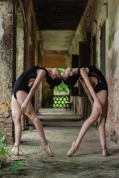 """Bộ ảnh múa ballet tuyệt đẹp của hai nữ sinh ĐH Văn hóa nghệ thuật Quân đội trong tu viện cổ """"đốn tim"""" dân mạng - Ảnh 3"""