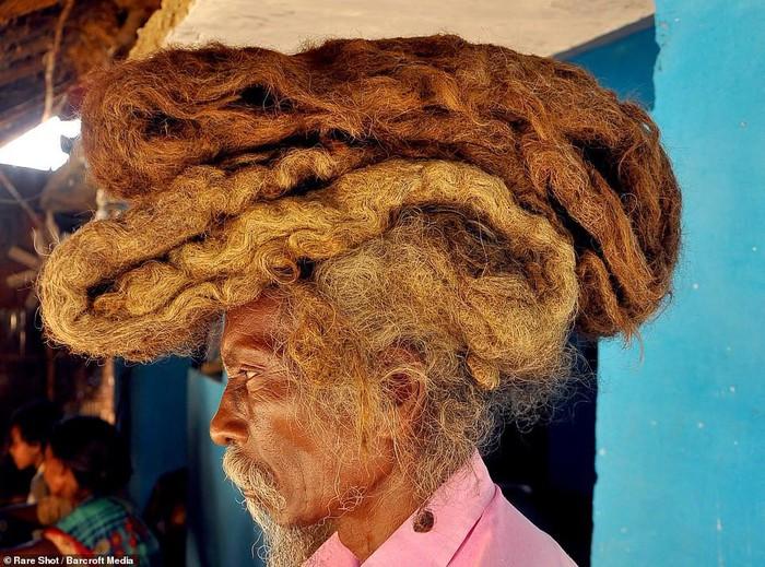 Dị nhân Ấn Độ không cắt tóc, gội đầu suốt 40 năm, biết lý do ai cũng sốc - Ảnh 1