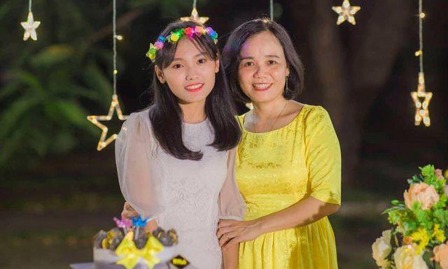 Một năm sau khi mẹ đột ngột qua đời, nữ sinh Quảng Nam đạt điểm Văn cao nhất cả nước - Ảnh 1