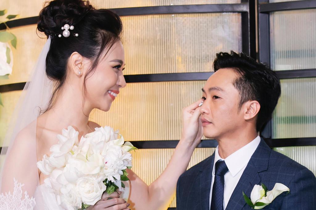 Cường Đôla rưng rưng nước mắt nói điều bất ngờ với mẹ vợ trong lễ cưới - Ảnh 1