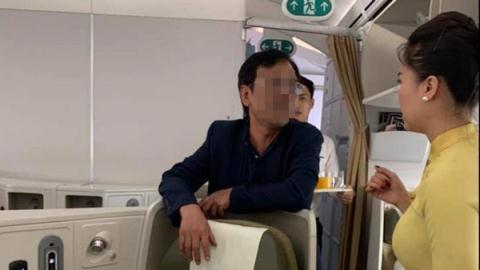 Khách thương gia bị tố sàm sỡ nữ hành khách: Tiếp viên trưởng tiết lộ thông tin sốc - Ảnh 1