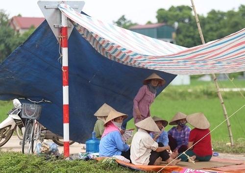 Hà Nội ra phương án xử lý dứt điểm tình trạng dân chặn xe vào bãi rác Nam Sơn - Ảnh 1