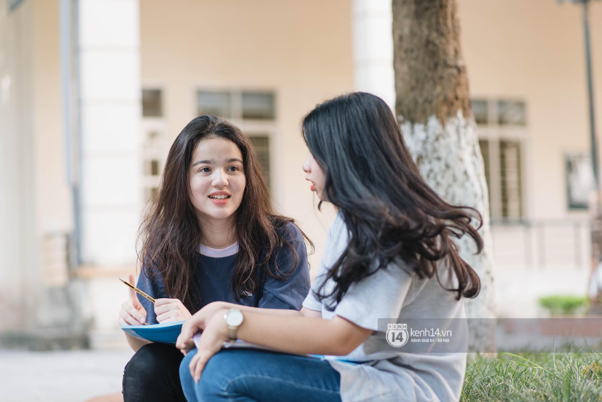 """Cận cảnh nhan sắc """"cực phẩm"""" của nữ sinh Việt lai Nga gây sốt tại cổng trường Học viện Báo chí –Tuyên truyền - Ảnh 1"""