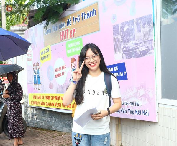 """Cận cảnh nhan sắc """"cực phẩm"""" của nữ sinh Việt lai Nga gây sốt tại cổng trường Học viện Báo chí –Tuyên truyền - Ảnh 10"""