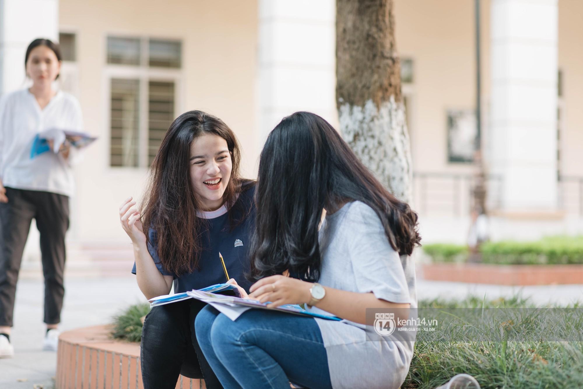 """Cận cảnh nhan sắc """"cực phẩm"""" của nữ sinh Việt lai Nga gây sốt tại cổng trường Học viện Báo chí –Tuyên truyền - Ảnh 2"""