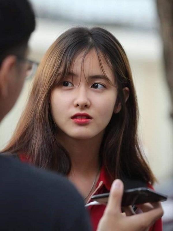 """Cận cảnh nhan sắc """"cực phẩm"""" của nữ sinh Việt lai Nga gây sốt tại cổng trường Học viện Báo chí –Tuyên truyền - Ảnh 5"""