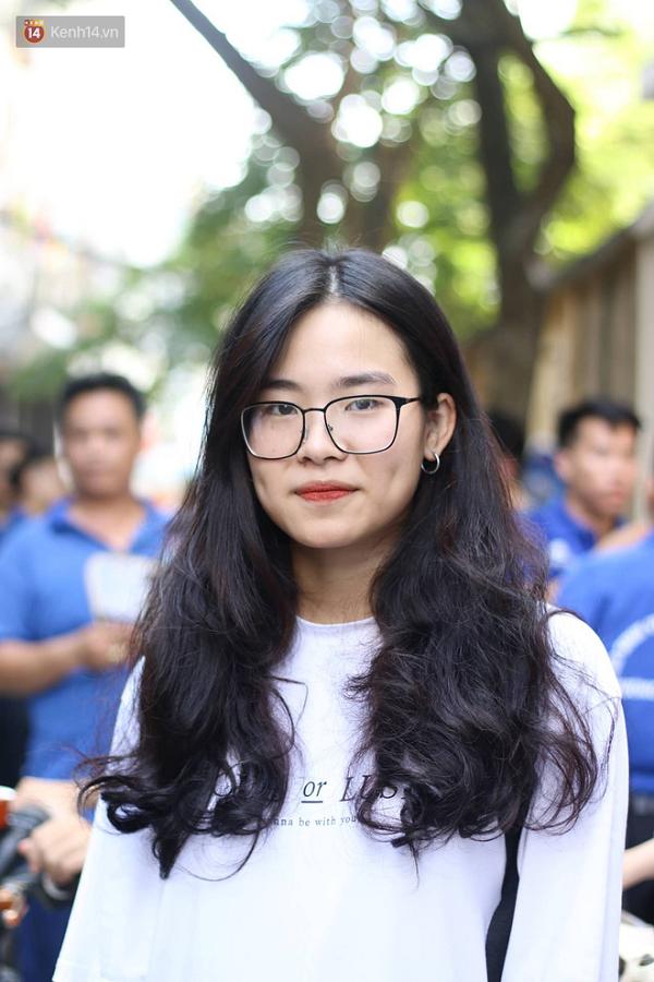 """Cận cảnh nhan sắc """"cực phẩm"""" của nữ sinh Việt lai Nga gây sốt tại cổng trường Học viện Báo chí –Tuyên truyền - Ảnh 6"""