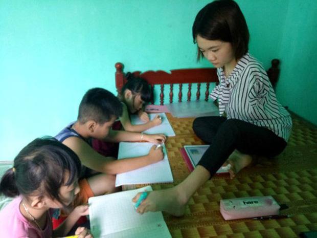 Cảm phục nữ sinh không tay mở lớp dạy thêm miễn phí cho trẻ em - Ảnh 1