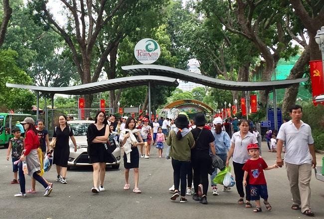 Nhiều điểm vui chơi tại TP.HCM quá tải dịp nghỉ lễ 2/9, chợ Trung thu phố cổ Hà Nội đông nghịt người - Ảnh 3