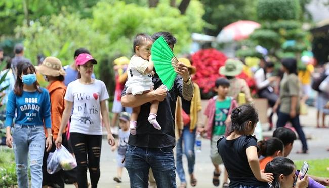 Nhiều điểm vui chơi tại TP.HCM quá tải dịp nghỉ lễ 2/9, chợ Trung thu phố cổ Hà Nội đông nghịt người - Ảnh 4