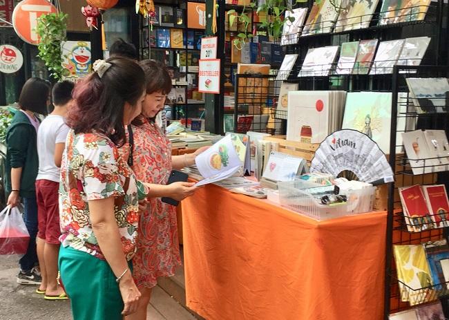 Nhiều điểm vui chơi tại TP.HCM quá tải dịp nghỉ lễ 2/9, chợ Trung thu phố cổ Hà Nội đông nghịt người - Ảnh 7