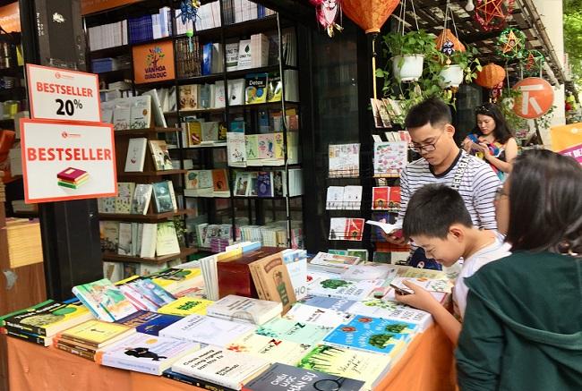 Nhiều điểm vui chơi tại TP.HCM quá tải dịp nghỉ lễ 2/9, chợ Trung thu phố cổ Hà Nội đông nghịt người - Ảnh 8