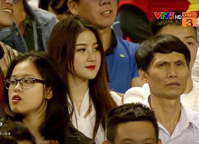 """Cuộc sống sang chảnh của nữ CĐV hot nhất trận U23 Việt Nam """"hạ gục"""" Thái Lan cách đây nửa năm - Ảnh 1"""