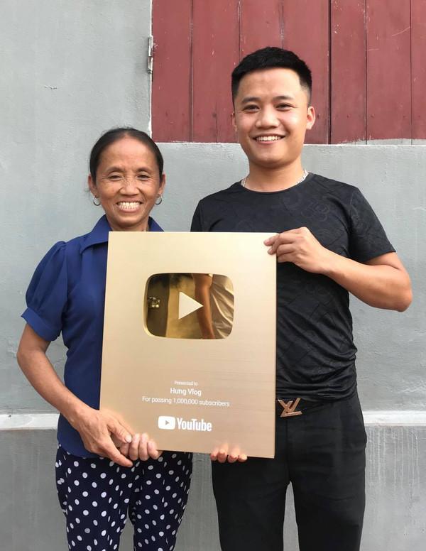 Hé lộ thu nhập của cậu con trai thứ hai nhà bà Tân Vlog - Ảnh 1