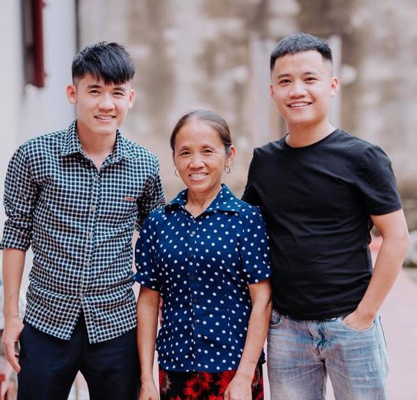Hé lộ thu nhập của cậu con trai thứ hai nhà bà Tân Vlog - Ảnh 3
