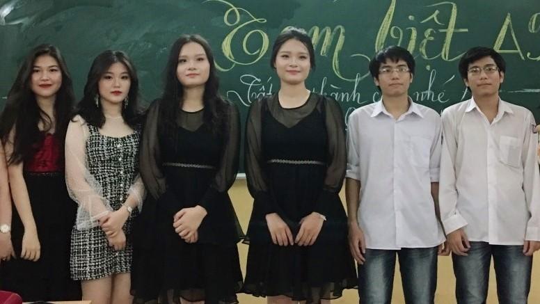 Cặp cô giáo song sinh giống nhau đến mức học sinh toàn nhận nhầm - Ảnh 2