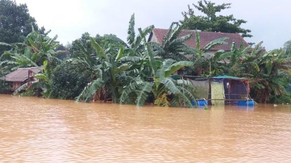 Hà Tĩnh: nhiều nơi bị cô lập, sẵn sàng di dời nếu nước lũ dâng cao trong đêm - Ảnh 1
