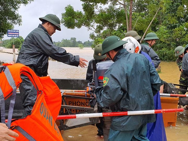 Hà Tĩnh: nhiều nơi bị cô lập, sẵn sàng di dời nếu nước lũ dâng cao trong đêm - Ảnh 2