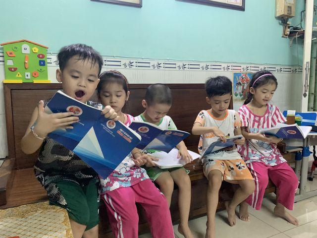 5 đứa trẻ ca sinh 5 đầu tiên của Việt Nam rộn ràng vào lớp 1 - Ảnh 2
