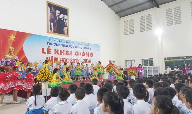 Chùm ảnh: Học sinh hân hoan trong ngày khai giảng năm học 2019 - 2020 - Ảnh 5