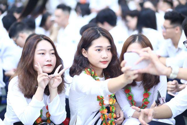 Chùm ảnh: Học sinh hân hoan trong ngày khai giảng năm học 2019 - 2020 - Ảnh 2