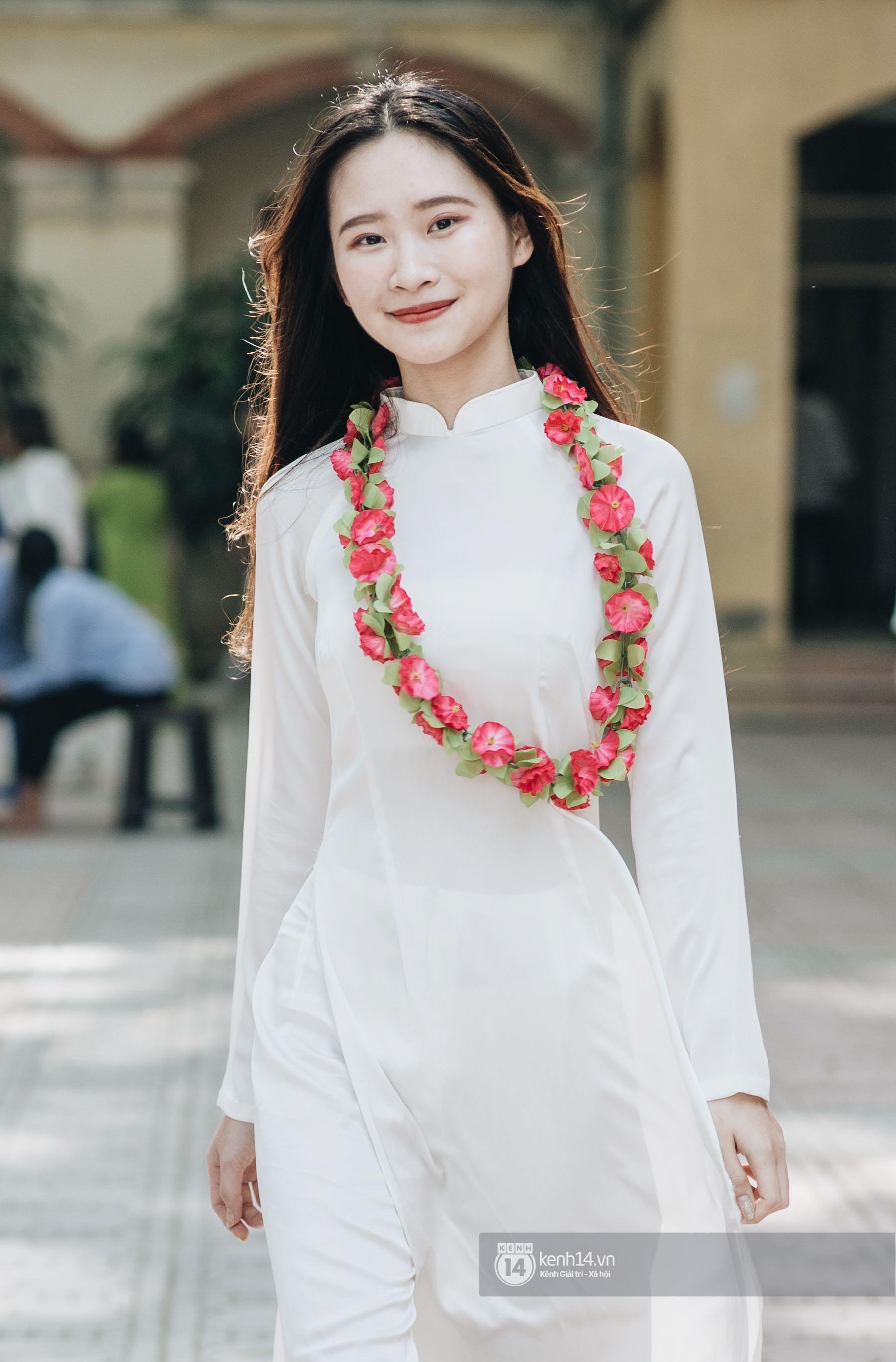 Ngắm những nữ sinh mặc áo dài trắng đẹp tinh khôi trong lễ khai giảng khiến dân mạng mê mẩn - Ảnh 5