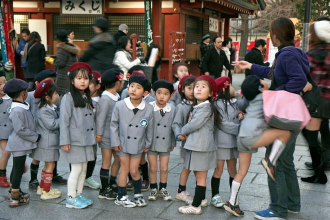 Ngắm những bộ đồng phục học sinh đẹp nhất thế giới: Nơi gây choáng vì đắt đỏ, nơi cầu kỳ hết sức - Ảnh 3
