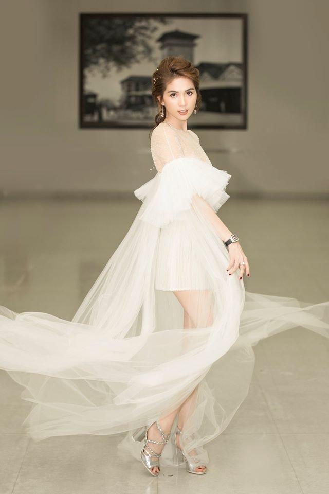 Vẻ đẹp mong manh sương khói của Ngọc Trinh trong bộ đầm từ NTK Lê Thanh Hòa - Ảnh 6