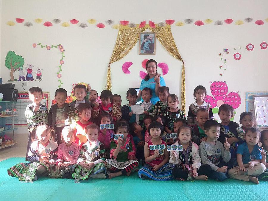 Cảm động cô giáo bán nông sản sạch gây quỹ cho học sinh miền núi - Ảnh 1
