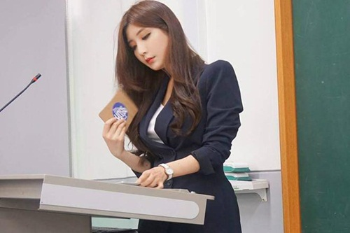 3 cô giáo Hàn Quốc cực hot trên mạng xã hội: Mặt xinh, body nóng bỏng chẳng thua kém hot girl - Ảnh 1