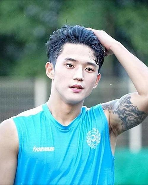 """Nhan sắc cực phẩm của soái ca U23 Hàn Quốc khiến hội chị em """"đứng ngồi không yên"""" - Ảnh 3"""